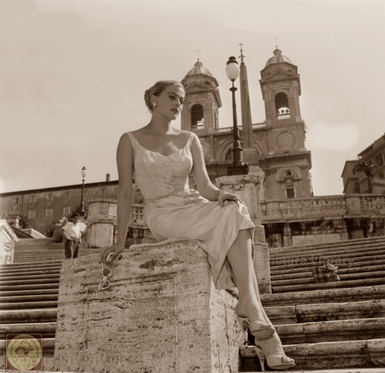 ********: Anita Ekberg on staircase of Trinità dei Monti. The actress posing sitting on the Trinità dei Monti; shot from below, with the Church in the background Rome Cinecittà Luce *** Permission for usage must be provided in writing from Scala.